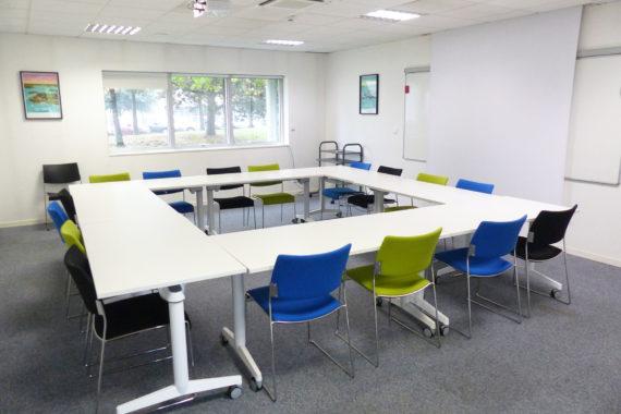 Salle de réunion agencée